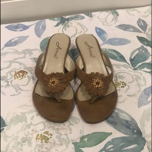 NWOT Annie Brown Leather Sandals - 7